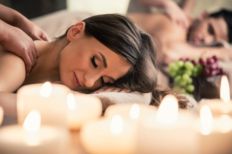 Relaxing couples massage with candles