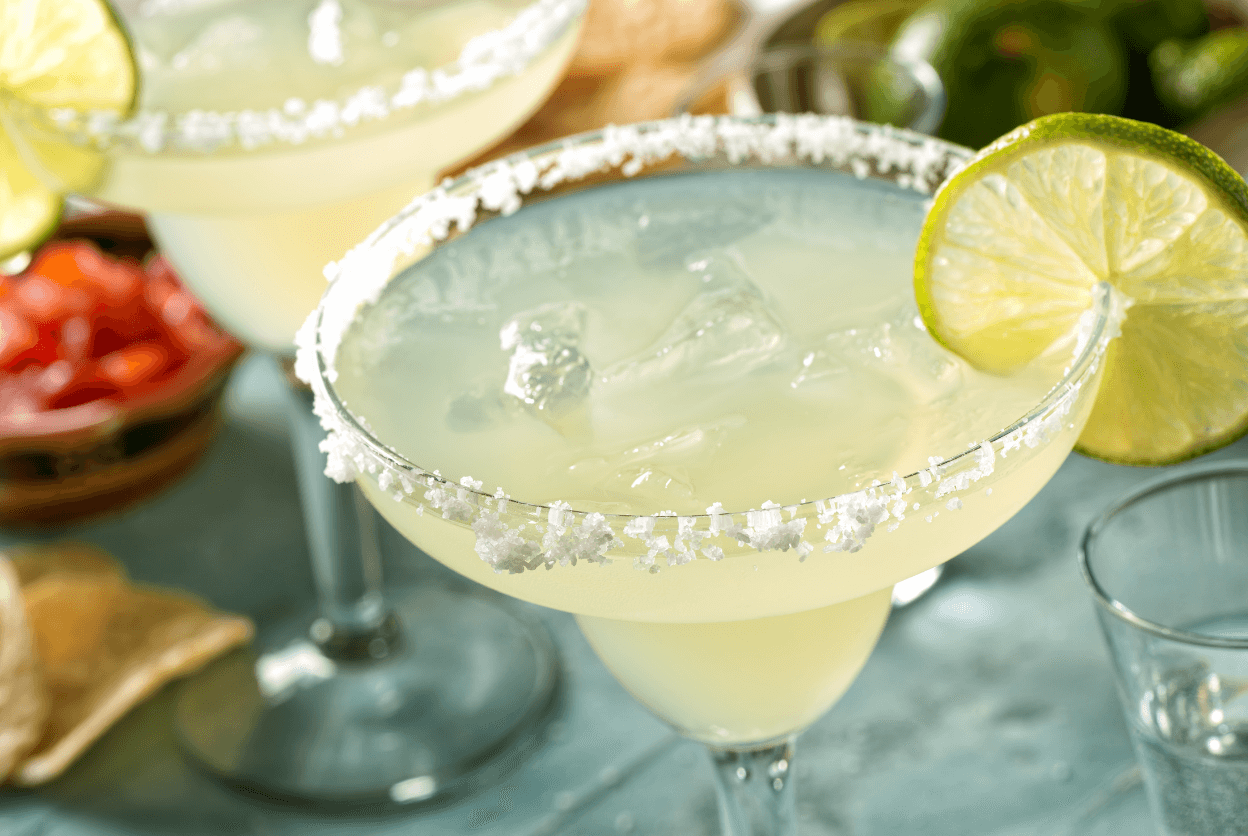 A classic margarita with a slice of lime.